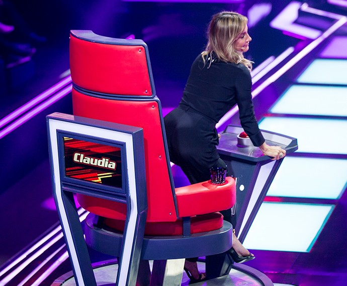 Claudia Leitte sensualiza no The Voice Brasil