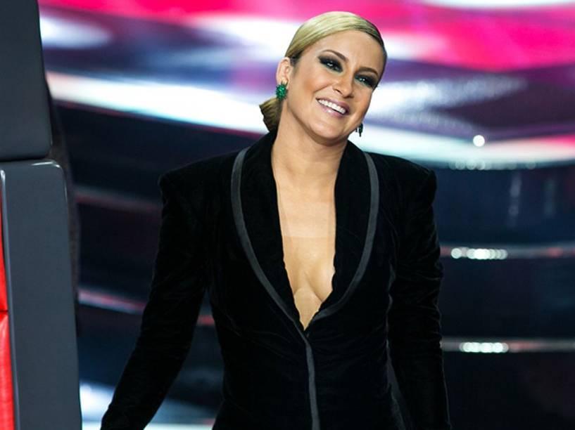 Claudia Leitte com decotão no The Voice Brasil 2014