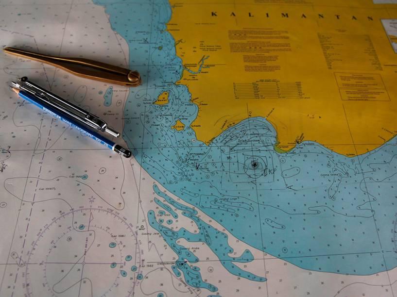 Um mapa com a marca TKP, indica a possível localização dos destroços do voo AirAsia QZ8501, desaparecido em dezembro com 162 passageiros a bordo