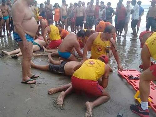 <p>Quatro banhistas morreramna tarde desta segunda-feira (29)após serem atingidos por um raio em Praia Grande, no litoral de São Paulo</p>