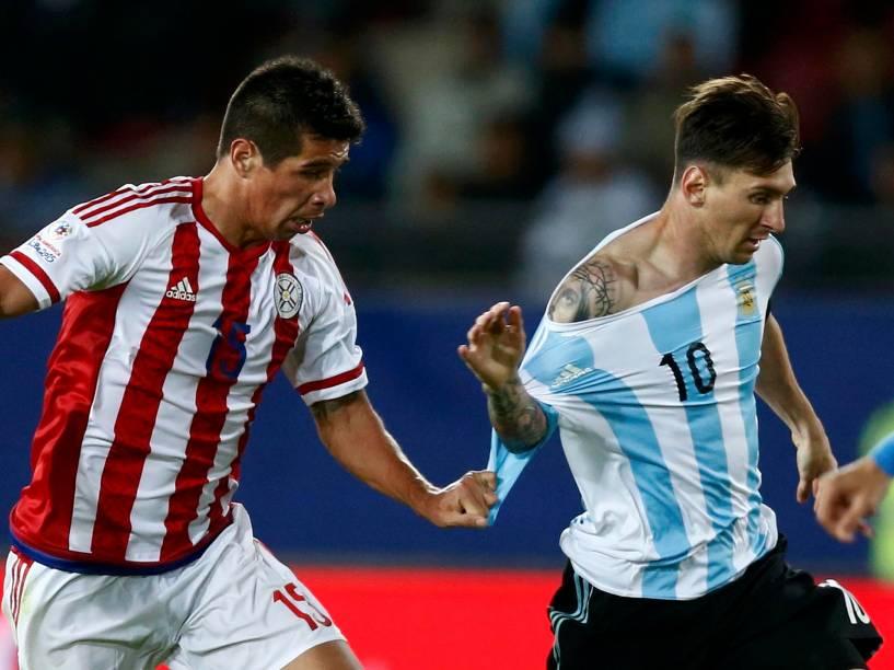 Messi na partida entre Argentina e Paraguai, neste sábado (13) no estádio de La Portada em La Serena no Chile, válida pela Copa América 2015