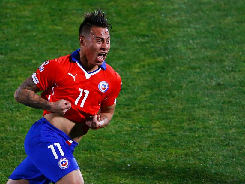 O atacante chileno Eduardo Vargas comemora o gol da vitória sobre o Peru na semifinal da Copa América