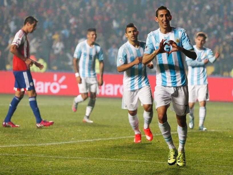 Ángel Di María comemora gol na goleada da Argentina sobre o Paraguai na semifinal da Copa América em Concepción, no Chile