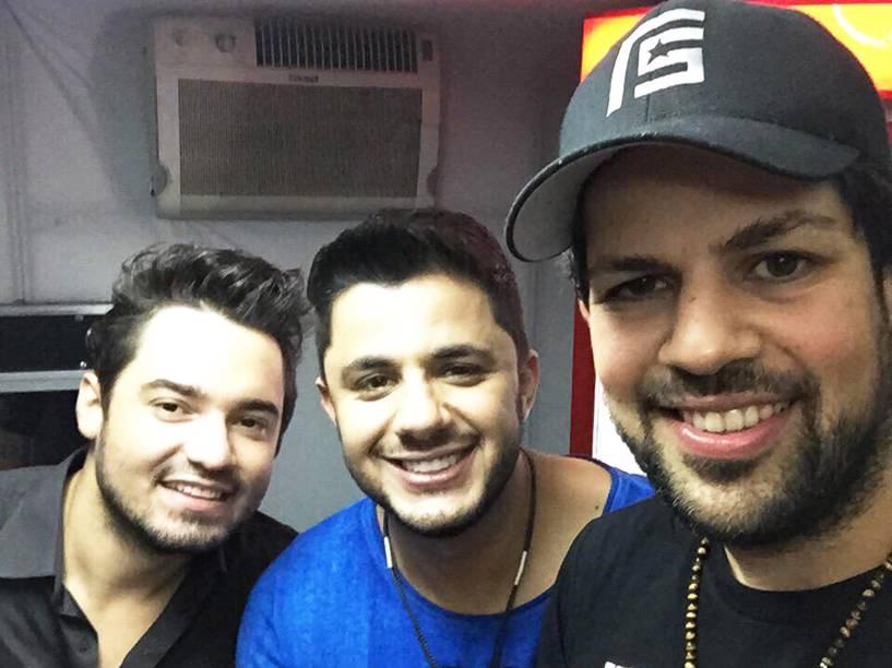 O cantor Cristiano Araújo com a dupla Fernando & Sorocaba