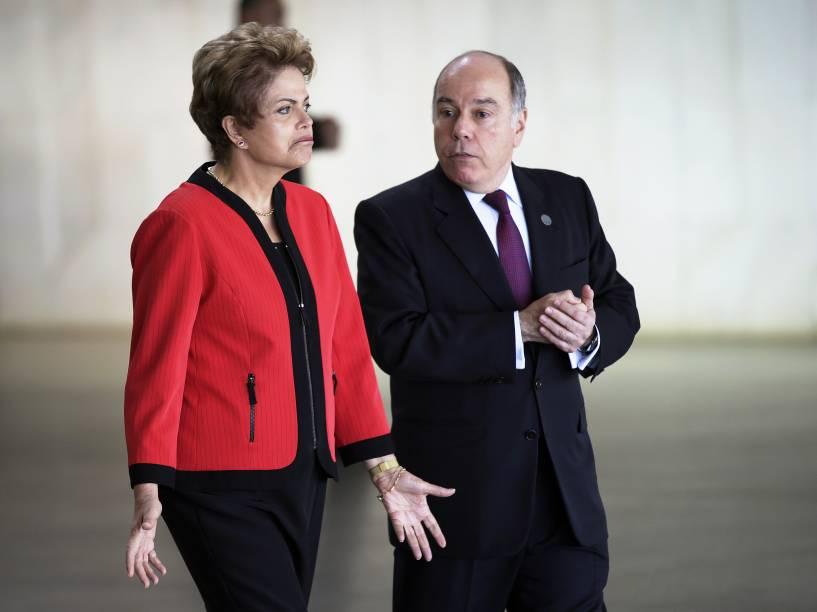 A presidente Dilma Rousseff recebe os presidentes dos países do Mercosul ao lado do ministro de Relações Exteriores, Mauro Vieira, na 48º Cúpula do Mercosul, nesta sexta-feira (17), em Brasília (DF)