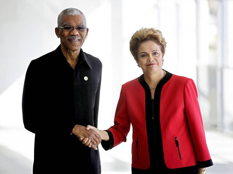A presidente Dilma Rousseff e o presidente de Guiana, David Granger, durante cerimônia da Cúpula do Mercosul, no Palácio do Itamaraty, Brasília