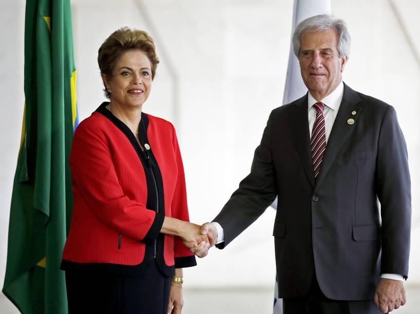 A presidente Dilma recebe o presidente do Uruguai, Tabaré Vazquez, durante cerimônia da Cúpula do Mercosul