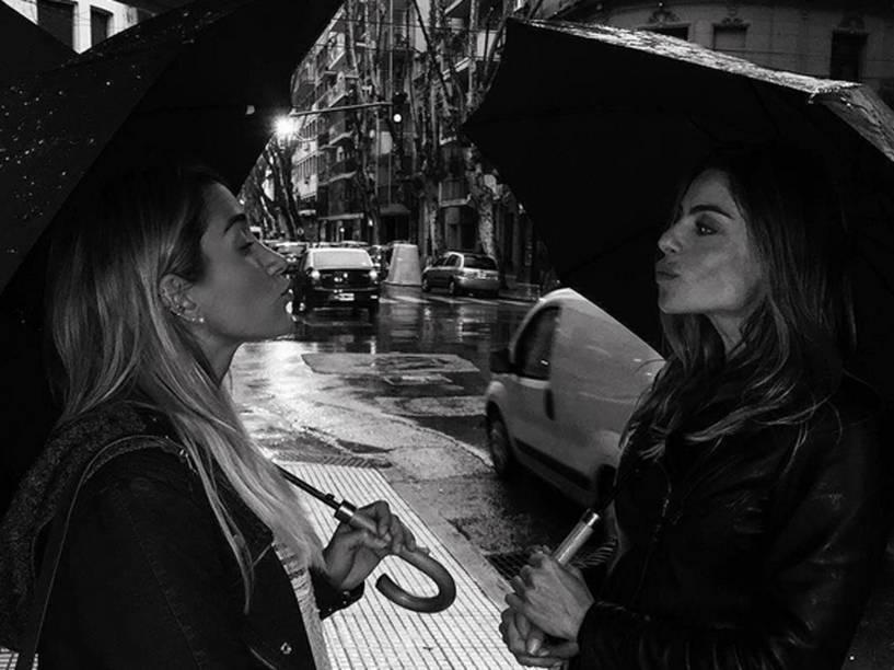 Daniella Cicarelli e a musa fitness do Instagram, Gabriela Pugliesi, na Argentina, para gravações do Caldeirão do Huck