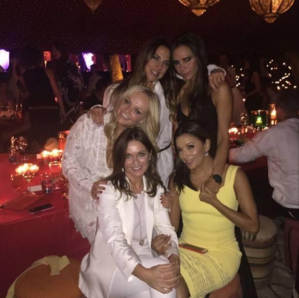Victoria Beckham reúne ex-colegas do grupo Spice Girls e a atriz americana Eva Longoria na festa de 40 anos do marido, o jogador inglês David Beckham