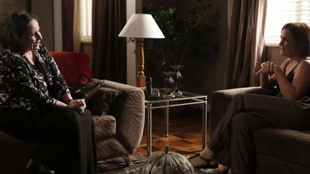 Débora Duarte como Celina, tia da vilã Inês (Adriana Esteves)