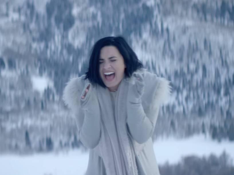 Demi Lovato no clipe de Stone Cold