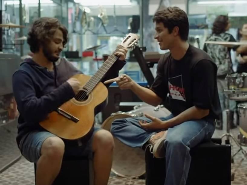 César Cardadeiro e Rômulo Estrela em cena de Depois de Tudo