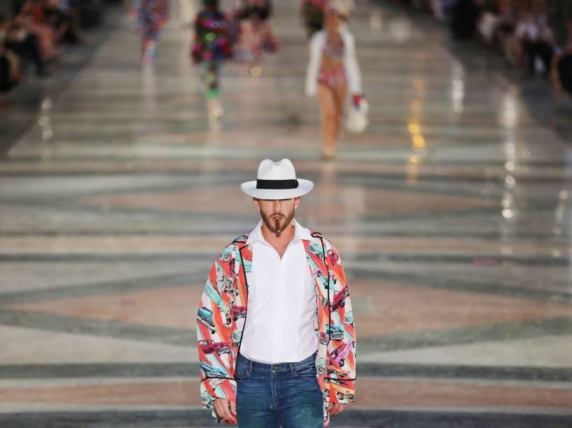 Modelos apresentam criações do designer alemão Karl Lagerfield durante desfile da Chanel, na rua Paseo del Prado em Havana, Cuba - 03/05/2016<br><br>