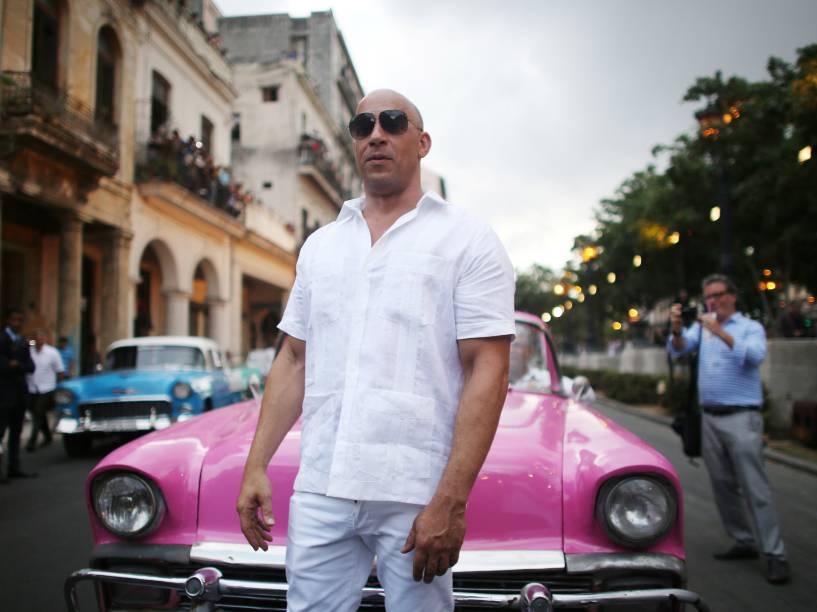 O ator Vin Diesel posa para fotos antes do desfile da Chanel em Havana, Cuba - 03/05/2016