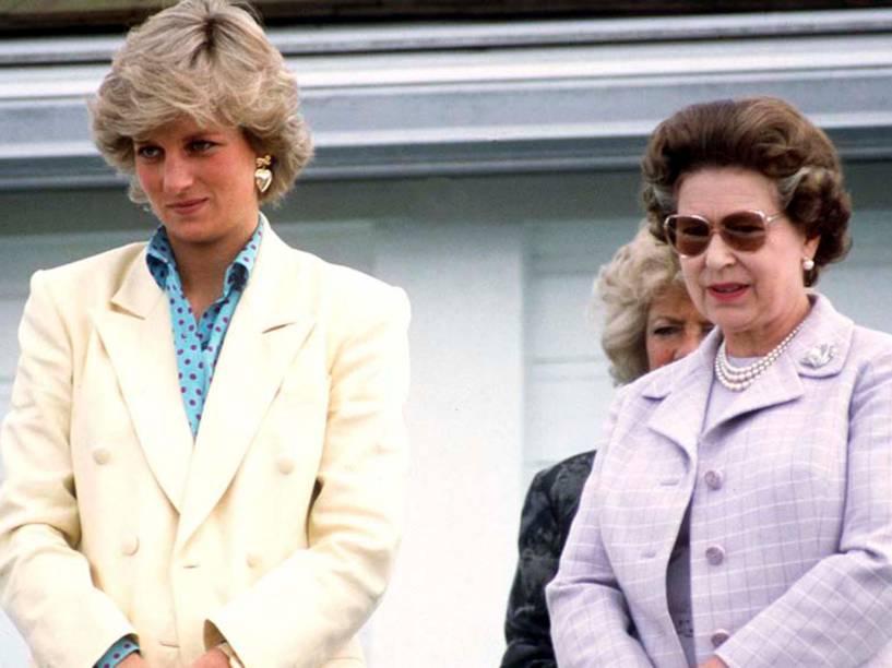 Princesa Diana e a rainha Elizabeth II, em 1987