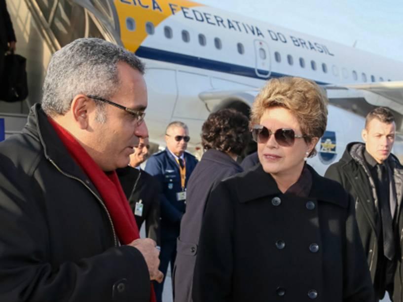 <p>A presidente Dilma Rousseff chega a Paris, França, para participar da 21ª Conferência das Partes da Convenção-Quadro das Nações Unidas sobre Mudança do Clima (COP-21)</p>