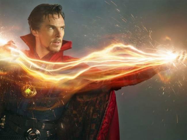 Benedict Cumberbatch interpreta o super-herói Doutor Estranho em filme da Marvel