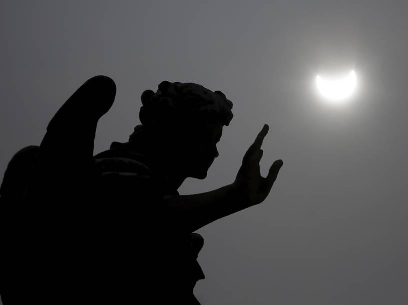 <p>Elipse solar é visto em Roma, na Itália</p>