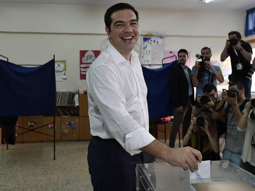 O primeiro-ministro grego, Alexis Tsipras, vota no referendo em Atenas, na Grécia