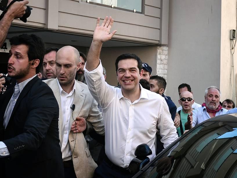 O primeiro-ministro grego, Alexis Tsipras, antes de votar em Atenas, na Grécia