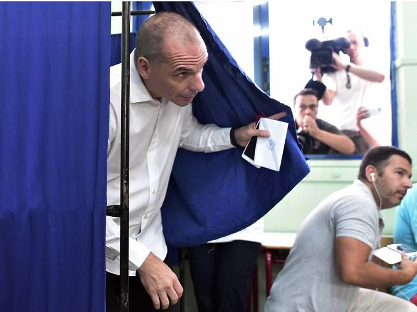 O ministro das Finanças da Grécia, Yanis Varoufakis, após votar em Atenas