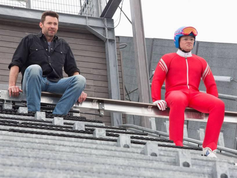 Hugh Jackman e Taron Egerton em 'Voando Alto', que chega aos cinemas brasileiros nesta quinta-feira (31)