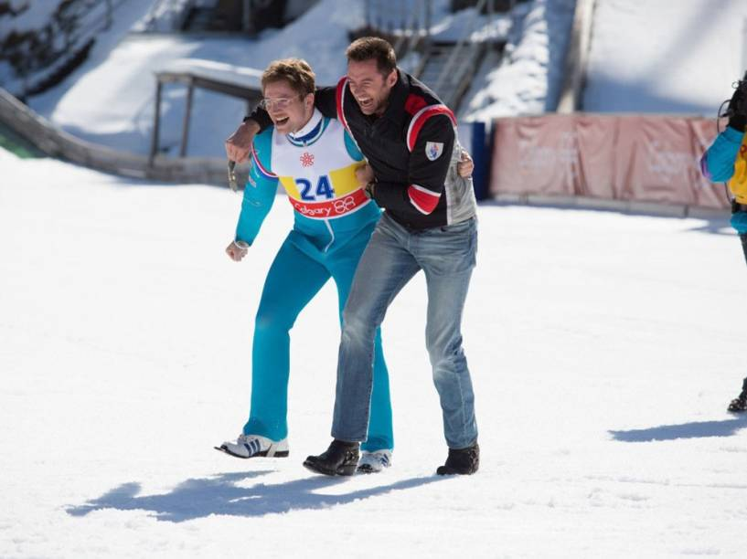 Hugh Jackman vive o ex-esquiador Bronson Peary e Taron Egerton o britânico Eddie em 'Voando Alto'