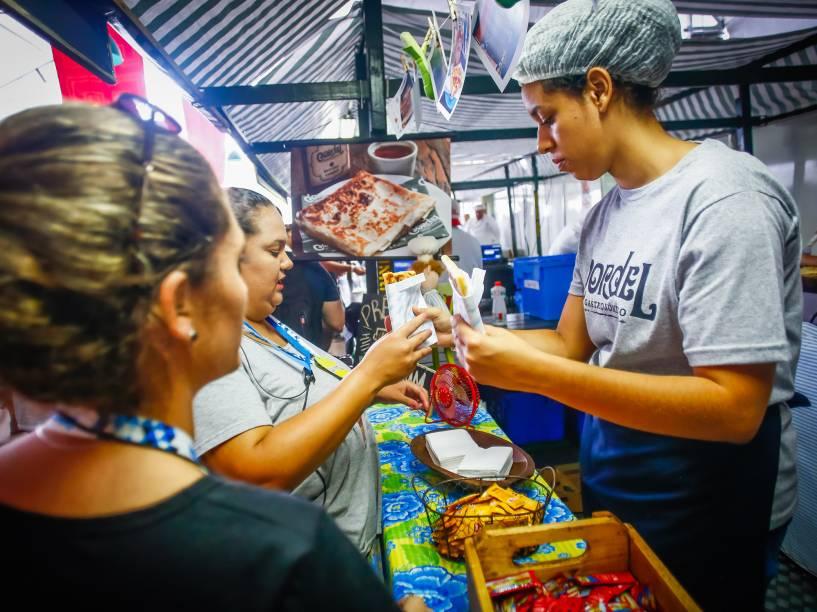 O espaço Chef Stage do Festival Lollapalooza foi reservado para barracas de comida e mesas para refeições