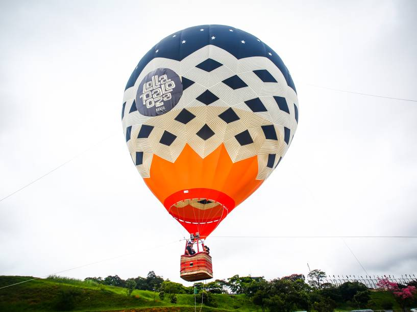 Decoração e atração do sergundo dia do Lollapalooza 2016. O balão foi aberto ao público no final da tarde