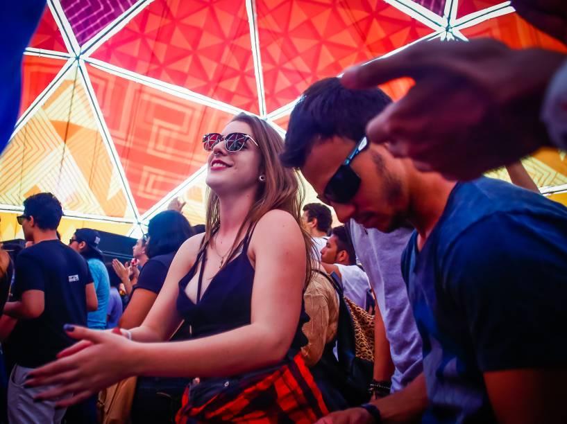 Público aproveita os intervalos entre shows no segundo dia do Festival Lollapalooza 2016