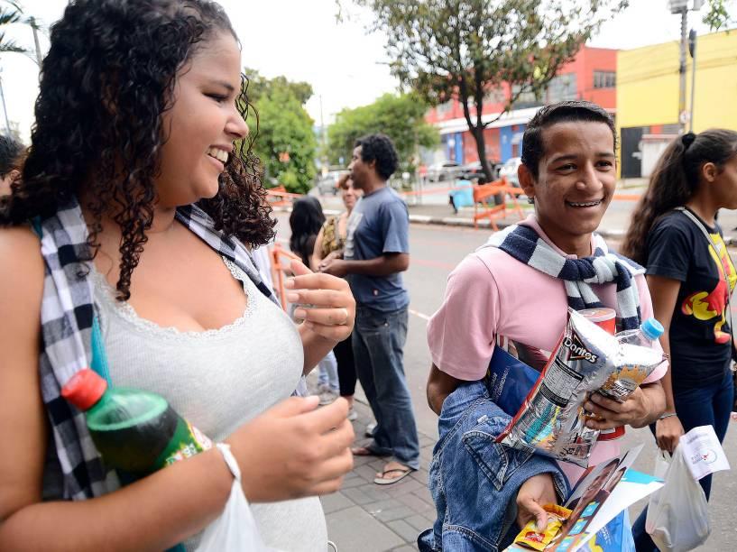 Candidatos não esqueceram o lanche antes do fazer a prova do Enem em São Paulo