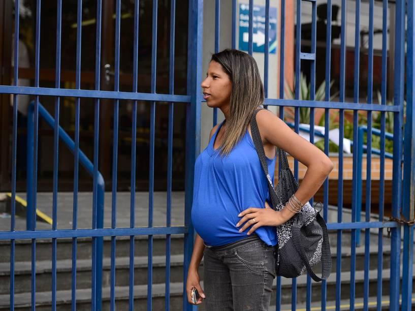 A candidata Luíza Martins de Souza, grávida, não conseguiu correr para evitar o atraso para o primeiro dia de provas do Enem em São Paulo
