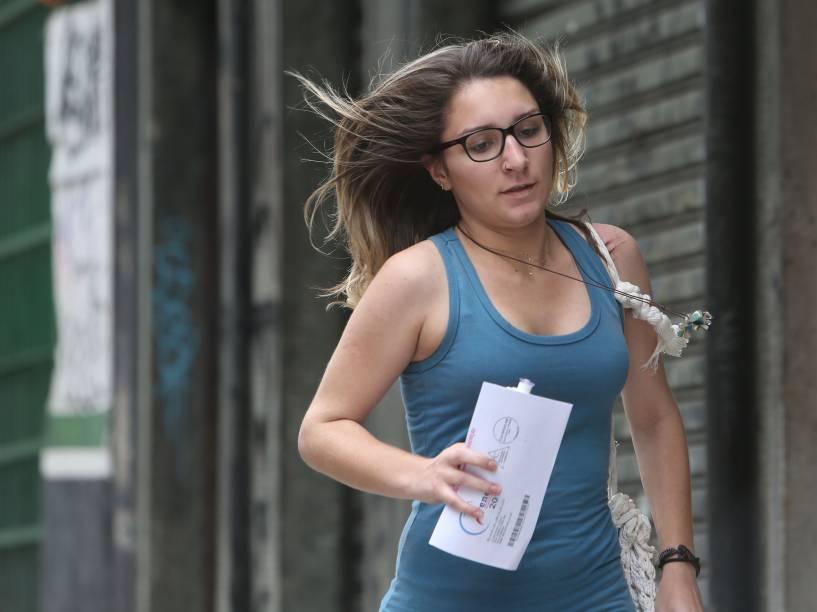 Candidata corre para não perder o primeiro dia de provas do Enem em São Paulo