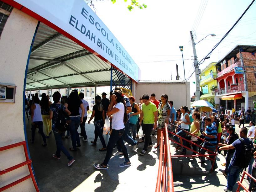Movimentação na Escola Estadual Eldah Bitton Telles da Rocha no Bairro da Compensa, em Manaus, (AM) durante o primeiro dia de provas do Enem