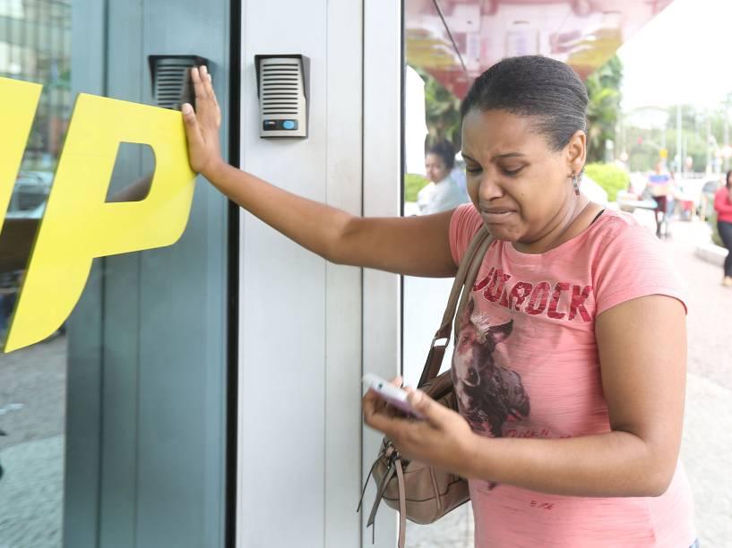 Joyce da Silva Correa, chegou chegou alguns segundos depois do fechamento das portas e perdeu o segundo dia de prova. Tanto esforço para nada lamentou a candidata culpando o o transporte público pelo atraso, saiu às 10h30 de Itaim Paulista, Zona Leste de São Paulo