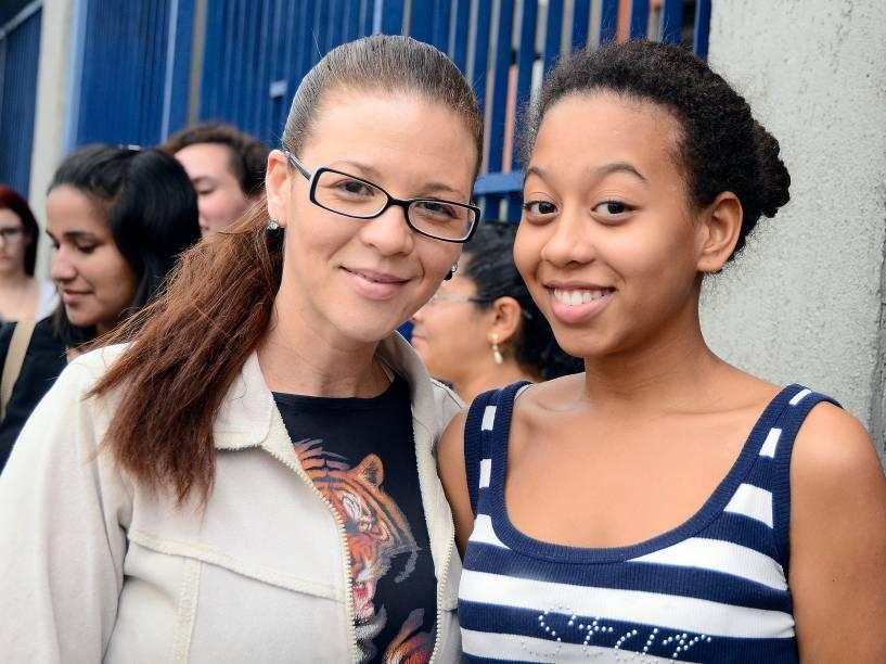 Na universidade Estácio, em Interlagos, zona Sul de São Paulo, Cristina Souza, de 41 anos, aguarda a entrada com a filha Mayara, 16