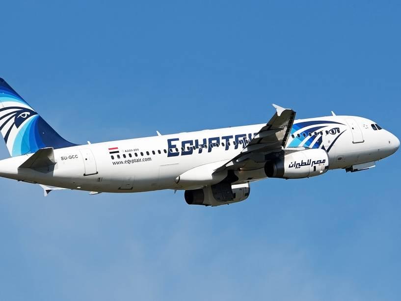Aeronave Airbus A 320-200 da EgyptAir parecida com a que desapareceu nesta quinta-feira (19)
