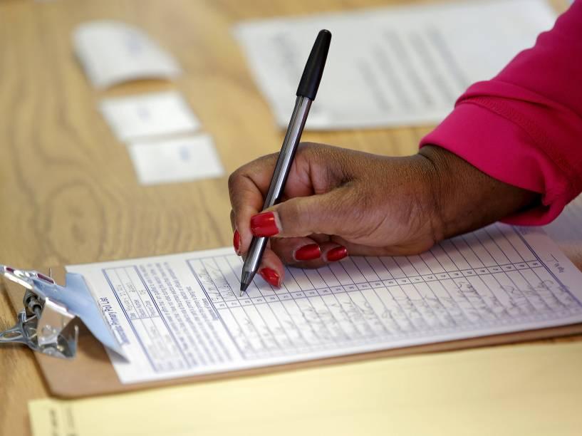 """Eleitores durante a votações da """"Super Terça"""", a etapa mais importante do processo de eleições primárias nos Estados Unidos"""