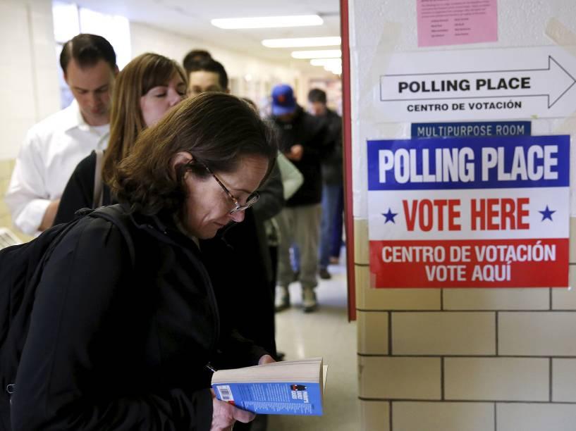 Eleitores na Virgínia fazem fila para votar na Super Terça,  a etapa mais importante do processo de eleições primárias nos Estados Unidos