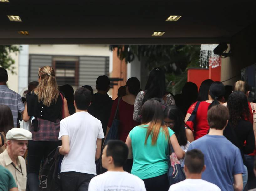 Movimentação em frente do Mackenzie em São Paulo no primeiro dia de provas do Enem 2014