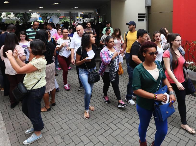 Abertura dos portões no Mackenzie em São Paulo no primeiro dia de provas do Enem 2014