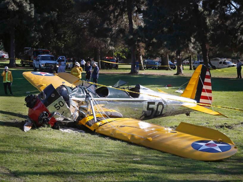Avião pilotado pelo ator Harrison Ford fez um pouso forçado em um campo de golfe, em Los Angeles, na Califórnia - 05/03/2015