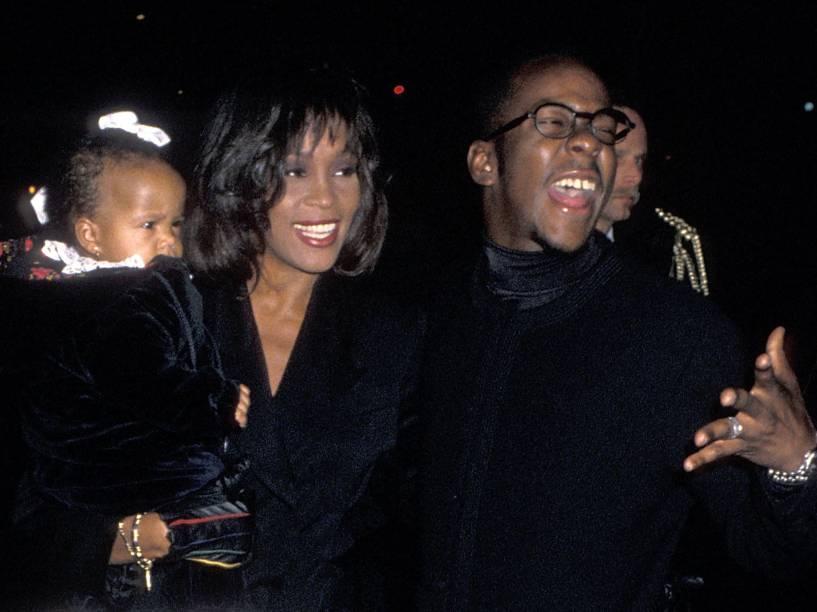 Cantora Whitney Houston, o cantor Bobby Brown e sua filha Bobbi Kristina, em 1994