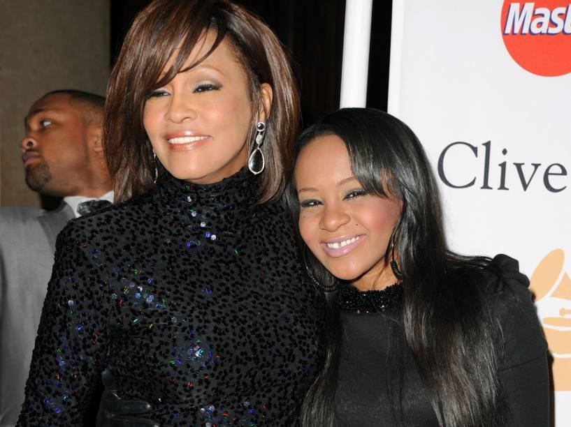 Whitney Houston e sua filha Bobbi Kristina durante evento pré-Grammy em 2011