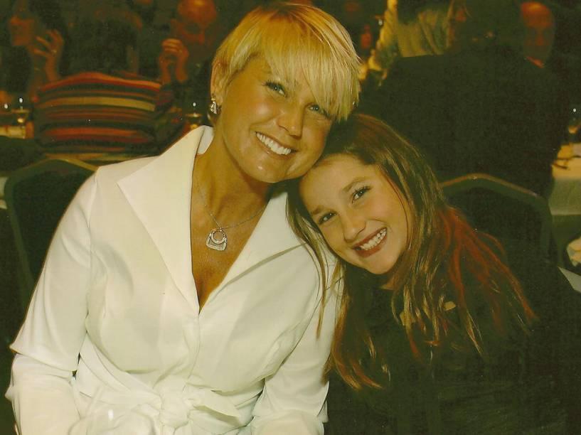 Xuxa Meneghel com a filha, Sasha, durante homenagem recebida pelo trabalho realizado na Fundação Xuxa Meneguel - 2008