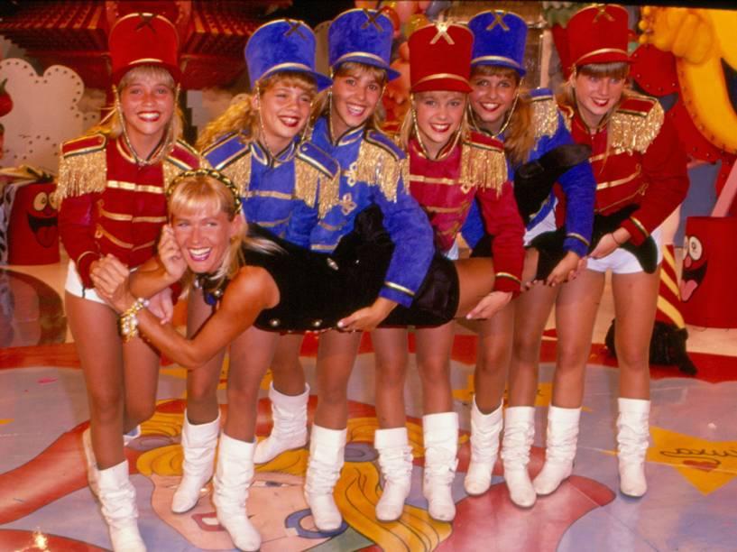 A Rainha dos Baixinhos junto com as Paquitas no programa Xou da Xuxa , da Rede Globo - 1990