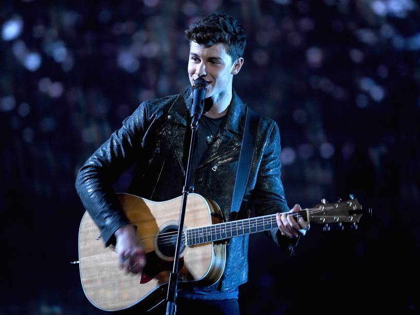 Shawn Mendes se apresenta no palco do Peoples Choice Awards 2016, no Teatro Microsoft de Los Angeles, California - 06/01/2016