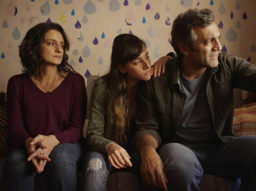 Ana Lúcia (Denise Fraga), Manoela (Manoela Aliperti), e Fábio (Domingos Montagner), em cena do filme De Onde Eu Te Vejo, dirigido por Luiz Villaça<br><br>
