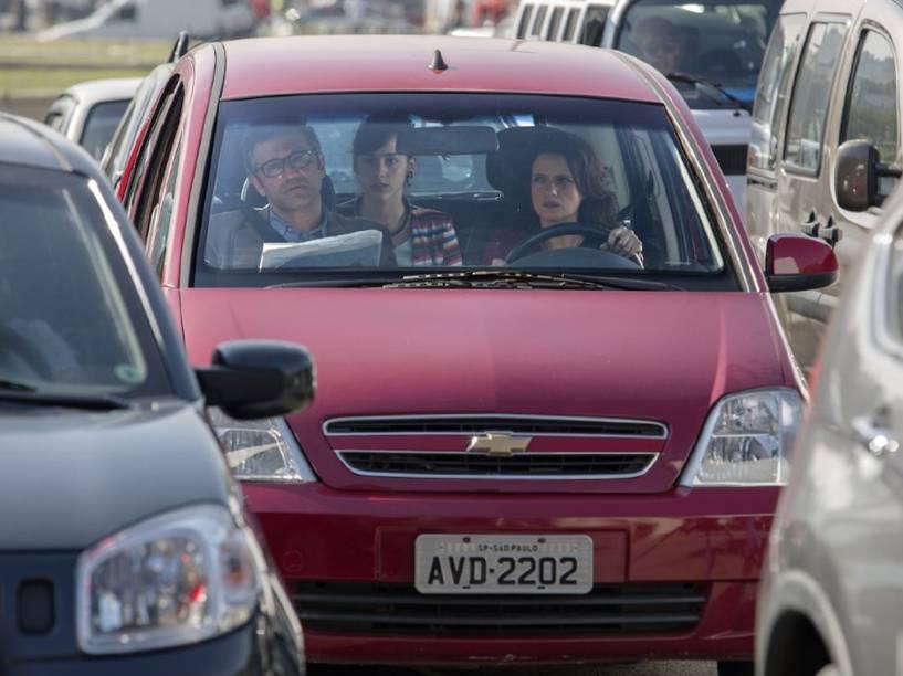 Ana Lúcia (Denise Fraga), Manoela (Manoela Aliperti), e Fábio (Domingos Montagner), em cena do filme De Onde Eu Te Vejo, dirigido por Luiz Villaça