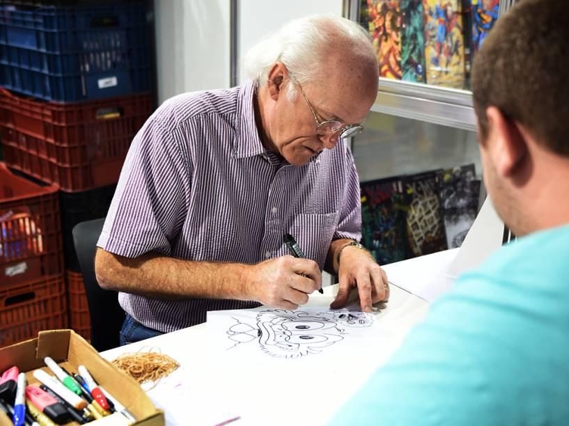 Don Rosa, autor de A Saga do Tio Patinhas, atende aos visitantes da Comic Con Experience 2014, em São Paulo